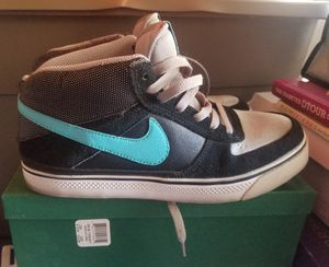 Women's Nike's size 7.5 for Sale in Fountain Valley, CA