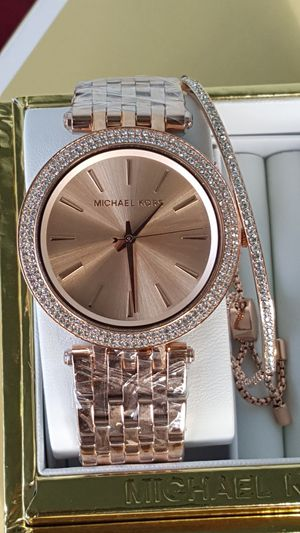 New Authentic Michael Kors Women's Rosegold Watch With A Bracelet 🎁🎁🎁🎁 for Sale in Commerce, CA