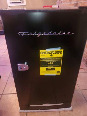Frigidaire 3.2 Cu Ft Retro Mini Fridge With Side Bottle Opener, Black for Sale in Katy, TX