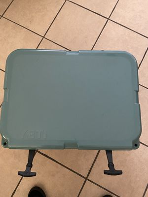 Yeti cooler 35 for Sale in Maywood, IL