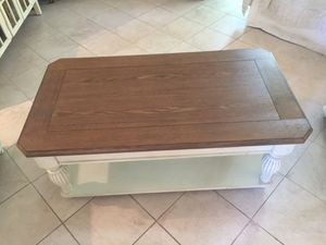 Cocktail table and 2 end tables for Sale in Tamarac, FL