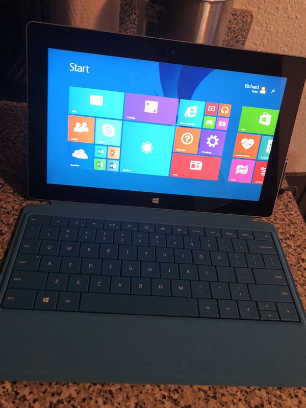 MINT condition Microsoft Surface Pro 2 with charger.