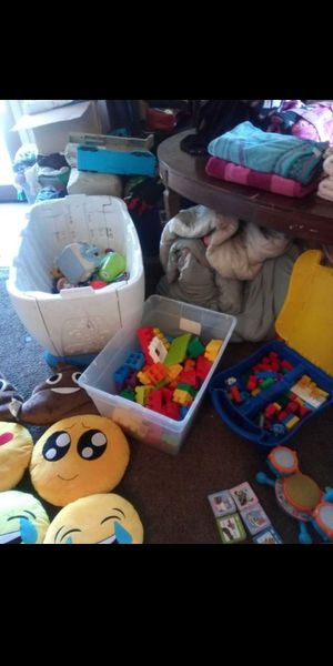 Legos, Legos in bin (bin not included) and toybox without lid for Sale in Fresno, CA