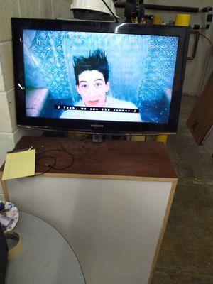 Samsung 32' flat screen tv for Sale in Binghamton, NY