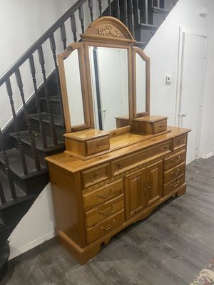 Dresser With Mirror for Sale in Philadelphia, PA