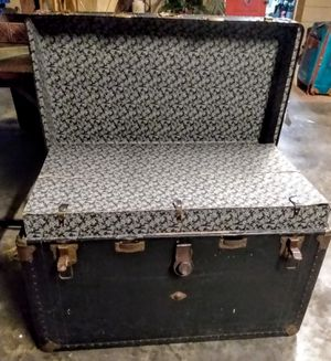 Large Trunk for Sale in Kingsland, TX