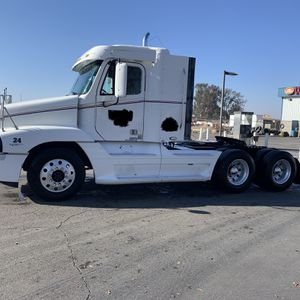 2000 Century Freight liner for Sale in Parlier, CA