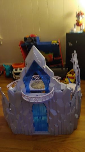 Frozen 1 doll house brand new condition for Sale in Cumberland, RI