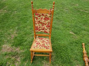 antique rocking chair for Sale in Lawrenceburg, KY