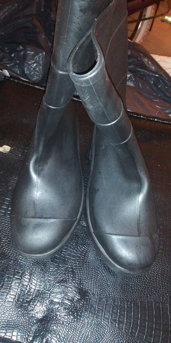 Rubber boots brand new size 8