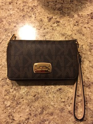 Michael Kors Wristlet for Sale in Raleigh, NC