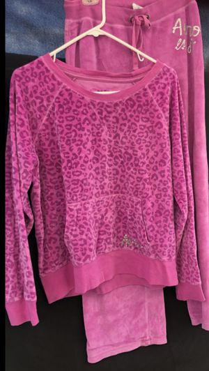 AEROPOSTALE SET. Color Fuchsia Pants Size M. Top L for Sale in South Gate, CA