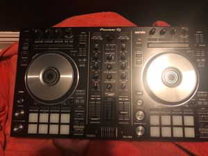 Pioneer DDJ-SR2 2-channel Serato DJ Controller, brand new open box, took it out the box but never used it. for Sale in Los Angeles, CA