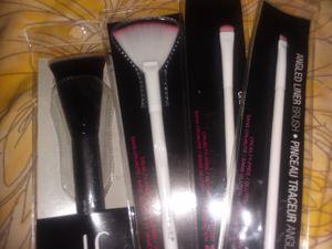 All brand new makeup brushes( please read the description) for Sale in North Smithfield, RI