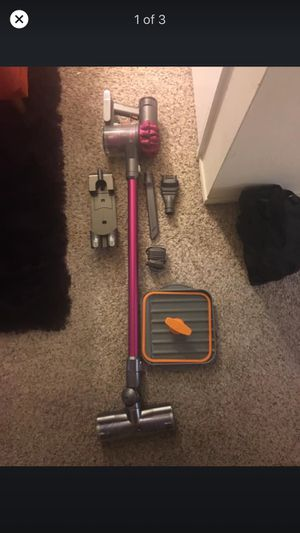 Dyson Cordless Vacuum in Fuchia and free item with purchase for Sale in San Jose, CA