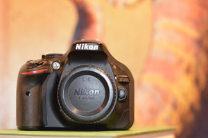 Nikon D5200 DSLR Camera w/ Nikkor AF-S 18-55mm VR Lens for Sale in McLean, VA