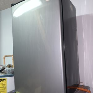Mini Refrigerator for Sale in Jacksonville, FL