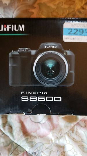 Fuji finepix s8600 digital camera w/8gb memory card for Sale in Fawn Grove, PA