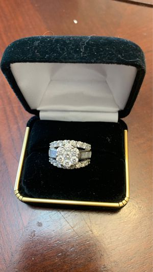 4.0 CARAT DIAMOND RING IN 14K WHITE GOLD $3800.00 SERIOUS INQUIRIES ONLY AUSTIN, TX. for Sale in Austin, TX
