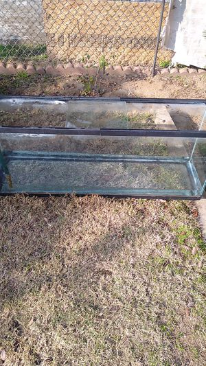 Fish tank 4 ft by 19 in go for a snake or reptile or fishes for Sale in Fresno, CA