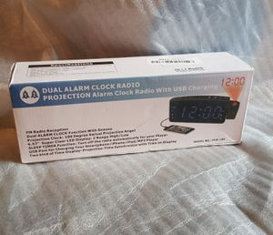 Dual alarm clock radio for Sale in Los Angeles, CA