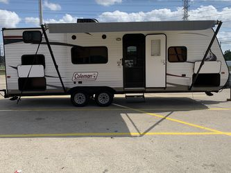 2015 Coleman bunkhouse 27ft sleep six in good condition for Sale in Houston,  TX
