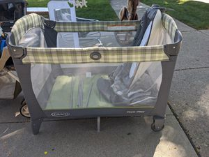 Pack 'n Play Playard with Reversible Seat & Changer for Sale in Woodhaven, MI
