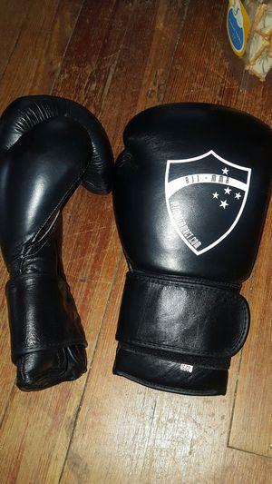 Boxing gloves 16oz for Sale in Dulles, VA