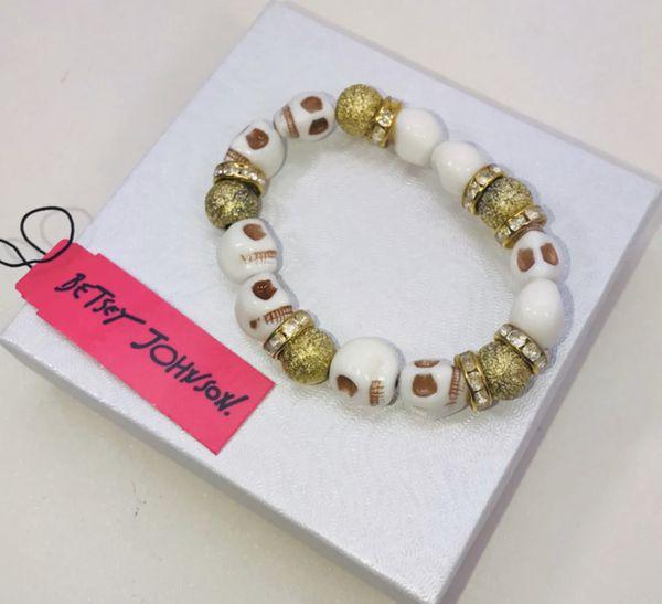 "Betsey Johnson ""GOLDEN SUGAR 💀 SKILLS!"" Adorable white and gold sugar skull 💀 stretchy slip on bracelet NEW!"