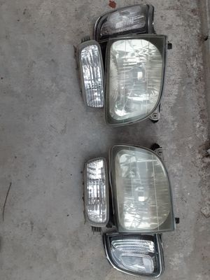 01-04 tacoma headlight set for Sale in San Diego, CA
