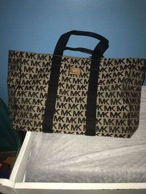 Authentic Michael kors travel bag or purse oh can big use for diaper bag for Sale in Manassas, VA