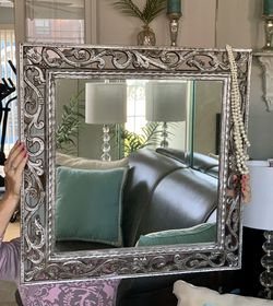 LOVELY LARGE MIRROR  for Sale in Chicago, IL