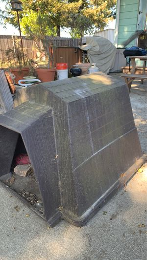 Large Composite material dog house needs cleaning but in great condition for Sale in Richmond, CA