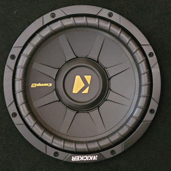 "Kicker comp S 10"" with low and high Amplifiers and raidio"