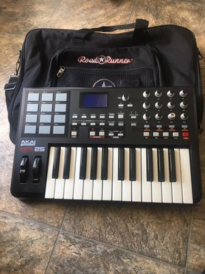 Akai MPK25 keyboard w/carry bag for Sale in Chesapeake, VA