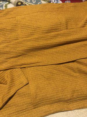 Cardigan color mostaza medium size 8 dol nuevo for Sale in Paramount, CA