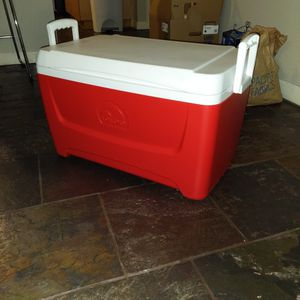 (Reserved, Awaiting Pick Up) IGLOO Coolbox Kooler Cooler for Sale in Kirkland, WA