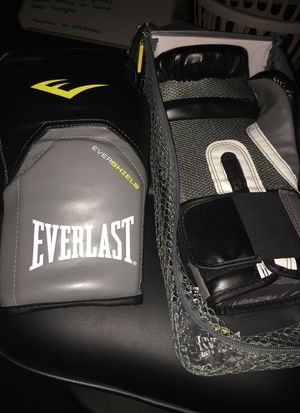 Everlast boxing gloves for Sale in Port Lavaca, TX