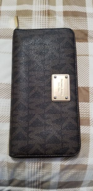 Holliday sale! Extra large wallet Michael Kors for Sale in Santa Ana, CA