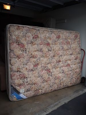 QUEEN SIZE MATREES BOXPRING for Sale in Manteca, CA