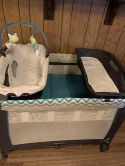 Pac n play With Infant Bassinet And Changing Table for Sale in Eden,  TX