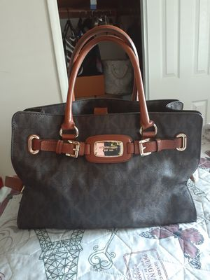 MK - Michael Kors Bag for Sale in Hesperia, CA