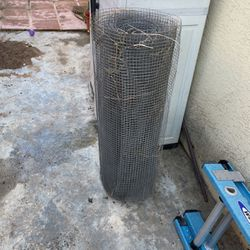 Free Chicken Wire Mesh for Sale in San Diego,  CA