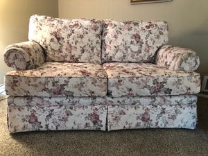 Loveseat couch for Sale in Port Orchard, WA