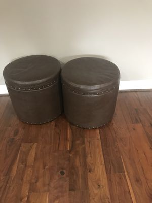 2 Leather storage Ottoman in excellent condition for Sale in Ashburn, VA