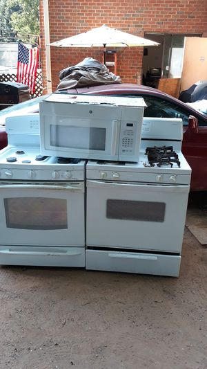 Ge and whirlpool gas stove and oven top for Sale in Lawrenceville, GA