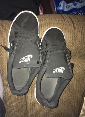 Size 8 Nike shoes for Sale in St. Louis, MO