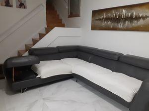 """Sofa left chaise. 114"""" x 94"""" for Sale in Miami, FL"""