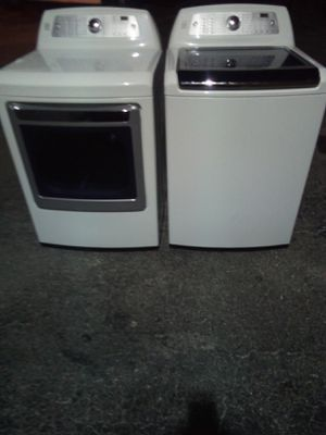 BEAUTIFUL KENMORE ELITE SUPER CAPACITY WASHER WITH NO AGITATOR STEAM DRYER for Sale in West Palm Beach, FL