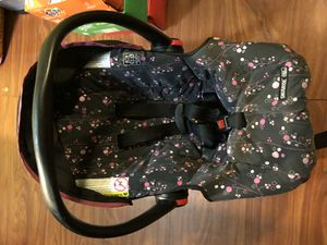 Baby car seat needs gone today for Sale in La Vergne, TN